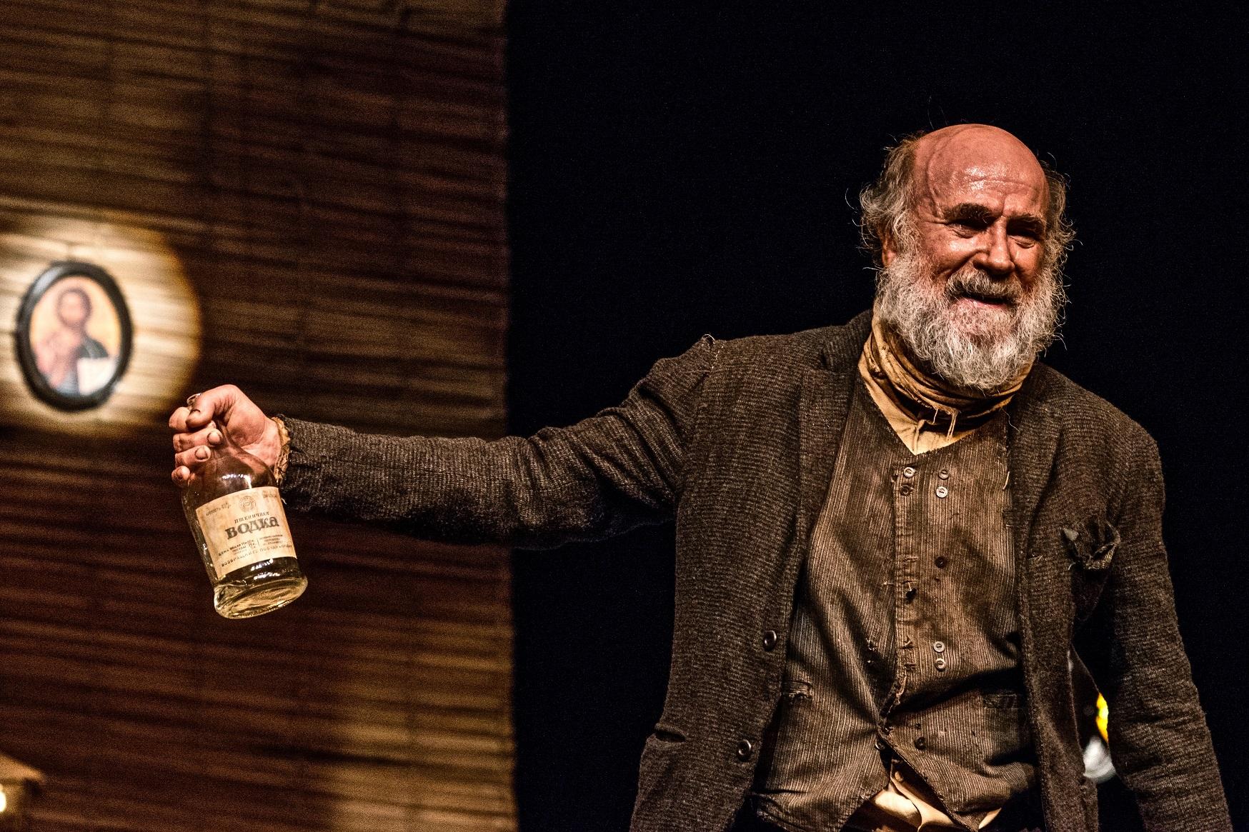 Premiado monólogo PARA ONDE IR, a partir de Crime e Castigo de Dostoiévski faz 3 únicas apresentações no Festival de Curitiba, dias 31 de março e 01 de abril, no Palácio Garibaldi.